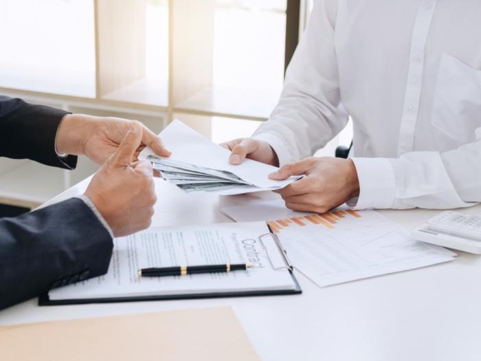 manfaatkan program pinjaman untuk karyawan